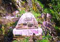 Llegados a Pinofranqueado podemos encontrarnos con su maravillosa piscina natural, goce y disfrute de viajeros; con sus chiringuitos de verano junto al río; sus hostales y restaurantes, lugares del buen tañer; y con sus campings,