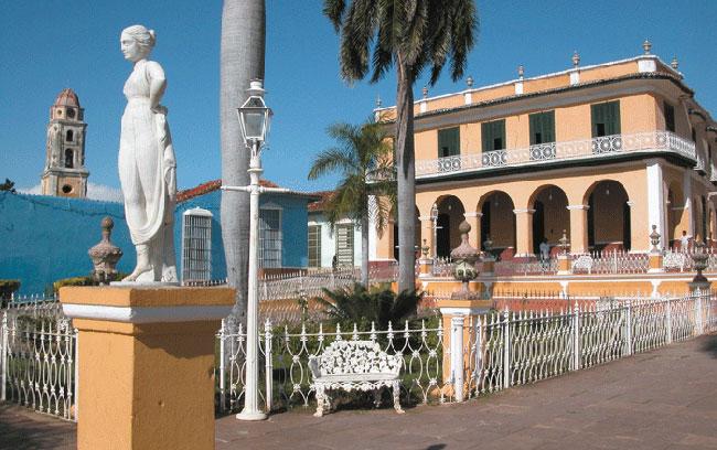 Panoramica-Plaza-Mayor-de-Trinidad