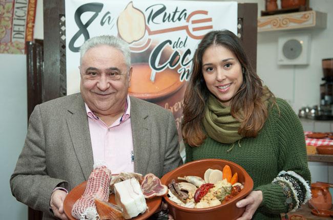 Tomás Gutiérrez y su hija Ainhoa, directora adjunta de La Clave, en la presentación de la VIII Ruta del Cocido Madrileño