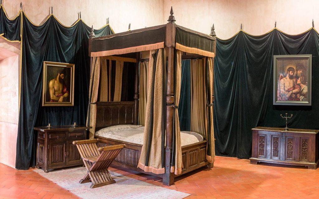Palacio del Monasterio de Yuste.  Dormitorio de Carlos V