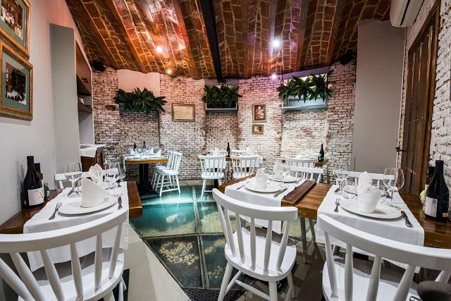 Uno de los salones del Restaurante El Caldero (Madrid)