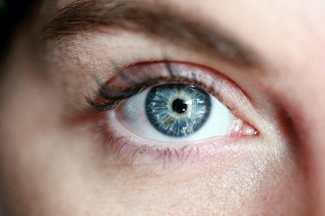 Ir cumpliendo años puede conllevar un posible pérdida de visión y otras enfermedades oculares.